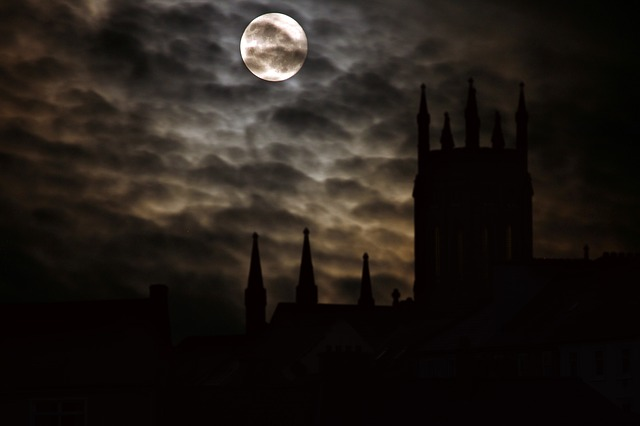 Explore Our City's Spookier Side With a Tour of DC's Haunted History